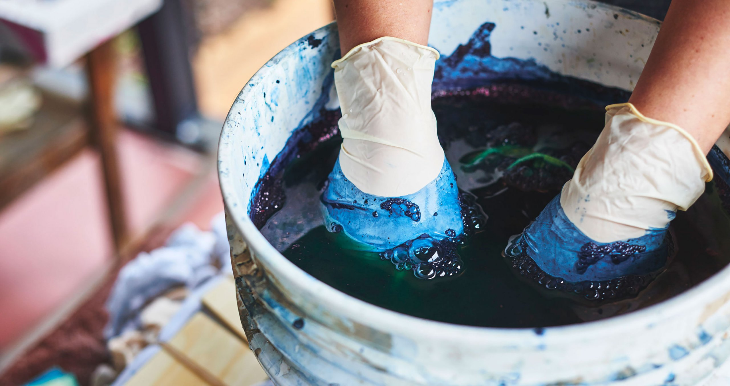 Dying fabric using natural dye